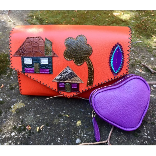 https://www.carmenittta.ro/uploads/products/2021W20/little-colorful-leather-houses-on-orange-saffiano-leather-bag-by-carmenittta-0119-gallery-5-500x500.jpg